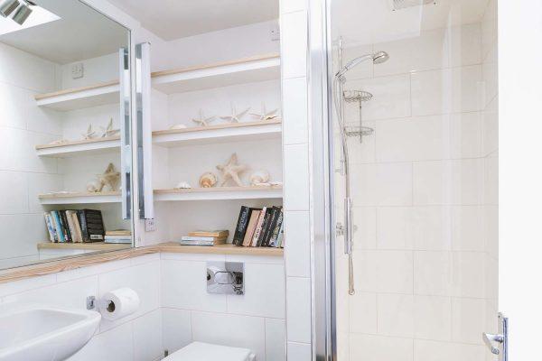 Ensuite shower room of Upper Saltings