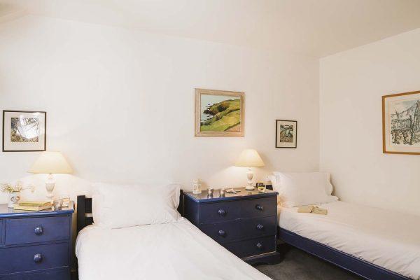 Twin bedroom of Upper Saltings in St Ives